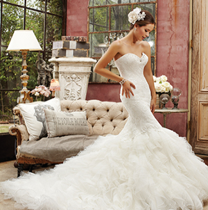 Uszályos Esküvői ruha kínálatunkból